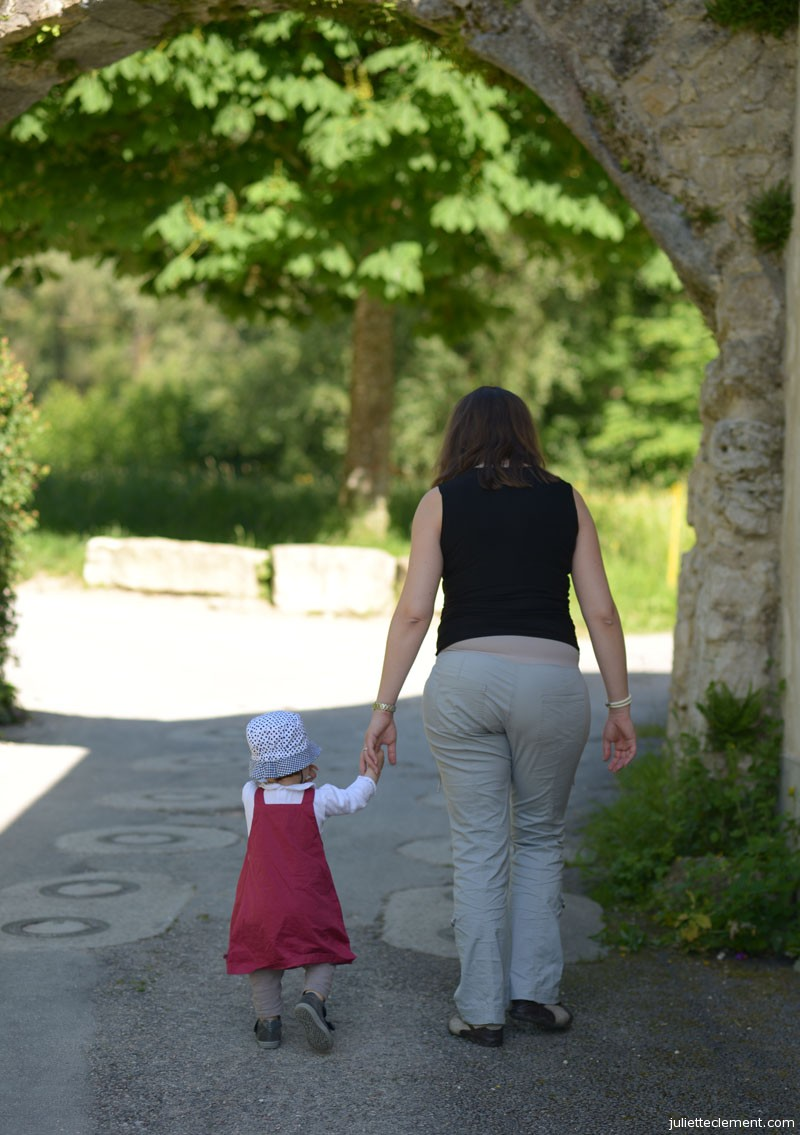 Mom and Juliette are going for a walk.