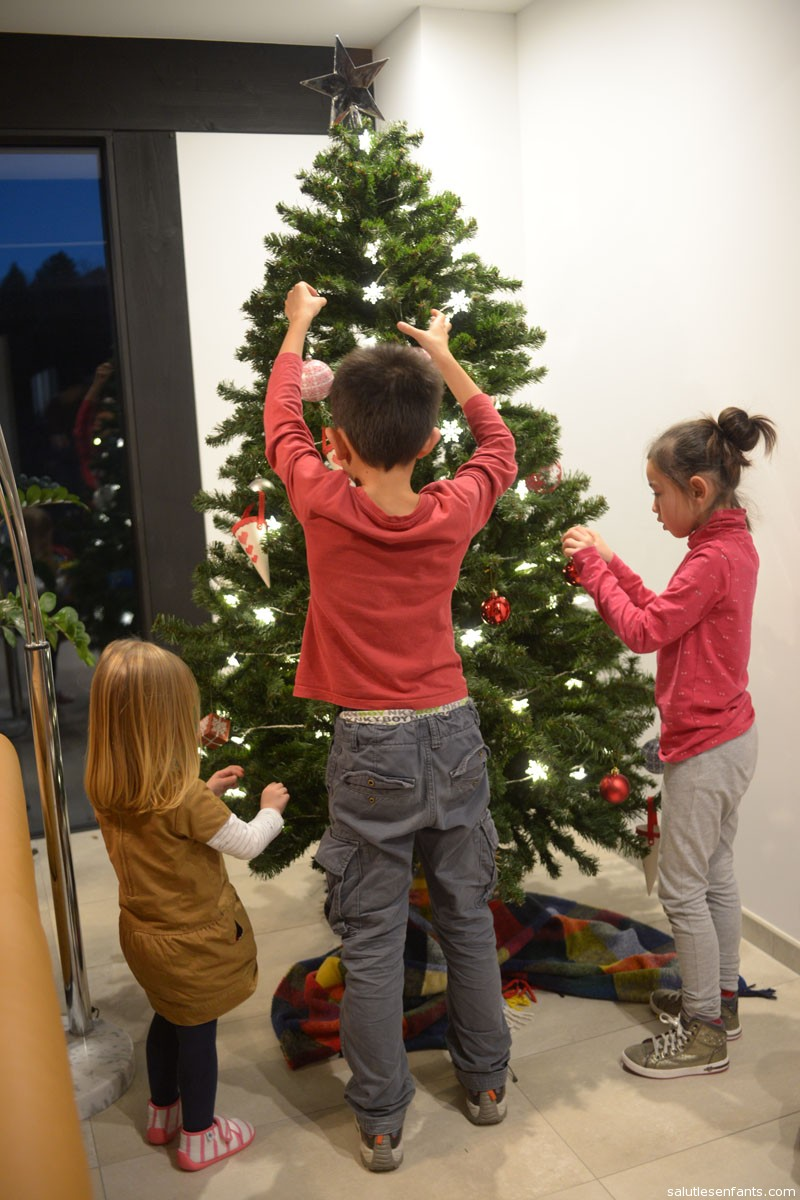 Maxime putting the finishing touches on the tree.